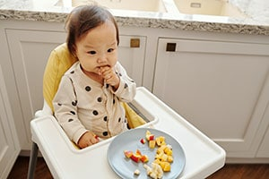 Tips-to-Get-Your-Toddler-to-Sit-in-a-Chair-For-a-Meal